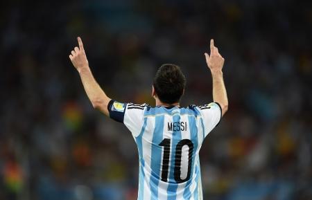 足球运动员梅西背影图片