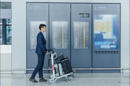 商务人士出差机场出行 正侧面人物图片素材